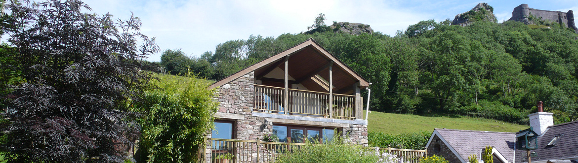 Dan Castell Holiday Cottage, nestled at the foot of Carreg Cennen Castle